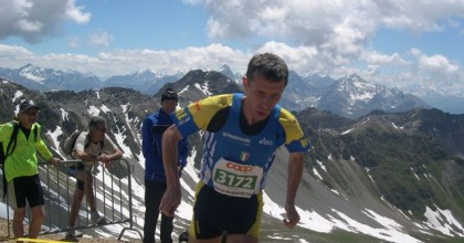 Incredibile don Franco: il prete volante corre i 10000m su pista in 33'33